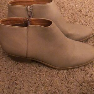 Nude/taupe colored booties size 10